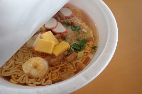 SiSO-LAB☆ペヤングヌードル。お湯を注いで調理開始。