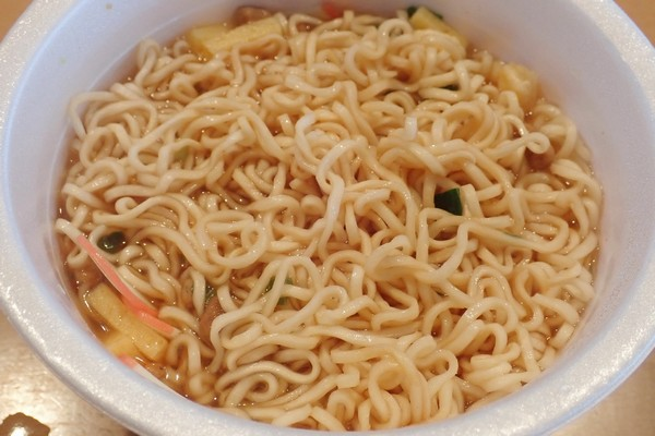 SiSO-LAB☆ペヤングヌードル。スープは醤油。