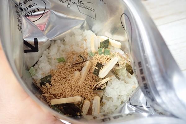 SiSO-LAB☆尾西食品 白飯に、松茸の味お吸いものを投入。