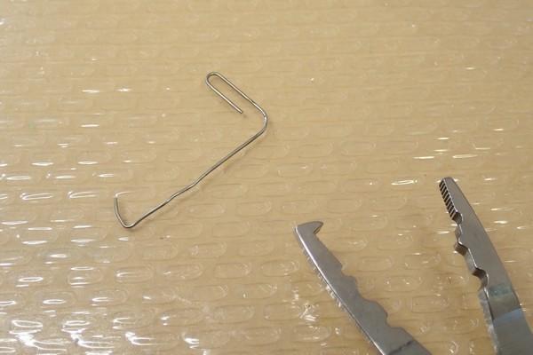 SiSO-LAB☆東邦産業 ウレタンフィニッシャーEX。ダイソーのジグロック、コーティング。クリップを曲げて引っ掛ける道具に。