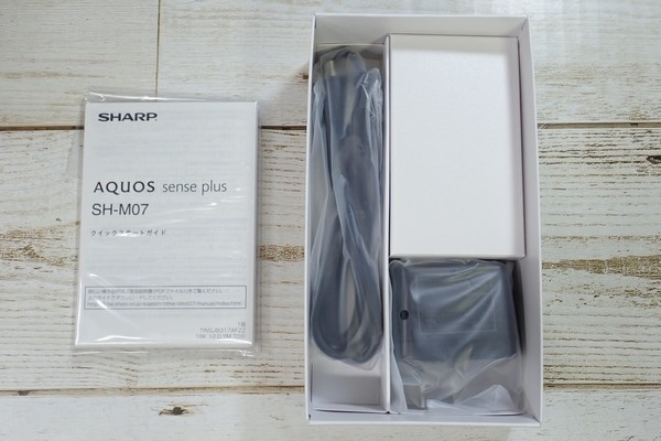 SiSO-LAB☆格安SIM、IIJmioでSHARP AQUOS sense plus SH-M07購入。パッケージの中身。