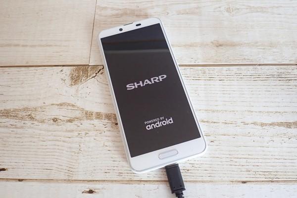 SiSO-LAB☆格安SIM、IIJmioでSHARP AQUOS sense plus SH-M07購入。初充電。なんか表示されたよ!