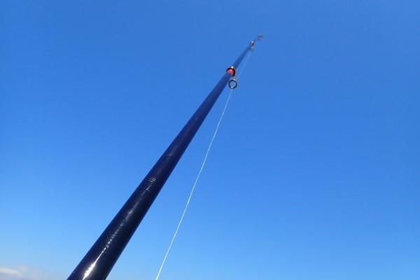 SiSO-LAB☆強風の中釣り。プロトラスト3-420、リール、デビュー。さすが4.2m竿、青空に映える!