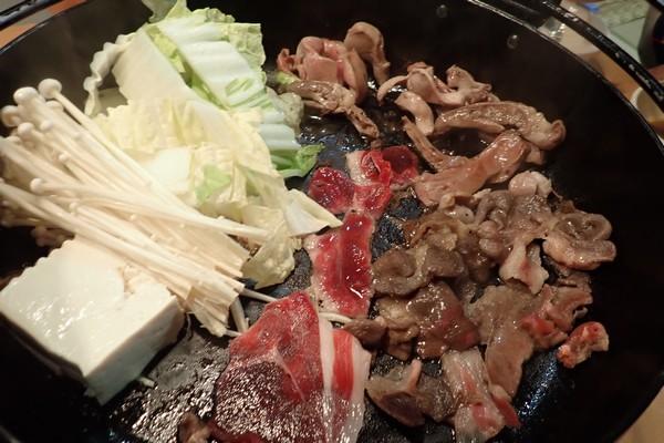 SiSO-LAB☆長崎県川棚町の天然猪肉1kgスライスで牡丹すき焼き。続いて鍋状態に。