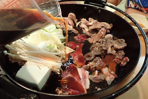 SiSO-LAB☆長崎県川棚町の天然猪肉1kgスライスで牡丹すき焼き。続いて鍋状態に。割下追加。