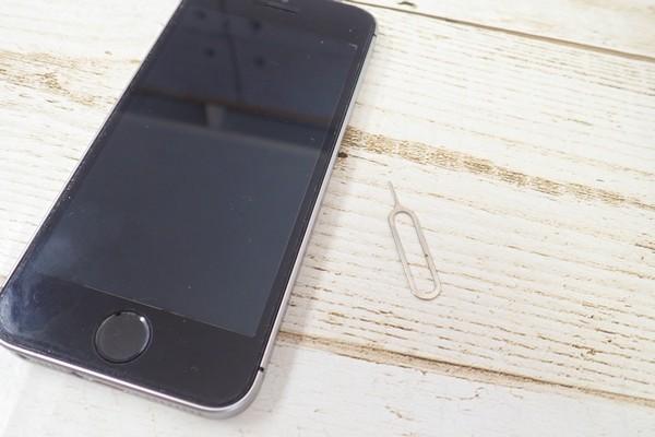 SiSO-LAB☆docomoからIIJmioへファミリーシェアプランに追加でMNP。開通方法。開通までの10分間にSIMカード準備。iPhoneSEに挿入。