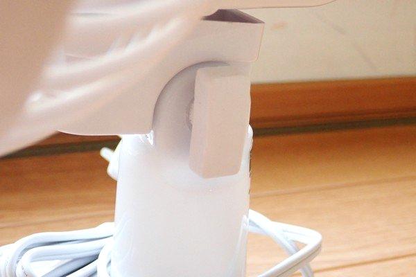 SiSO-LAB☆山善 卓上扇風機 YDS-E188。調整ツマミと言うか調整固定ツマミ。