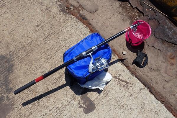 SiSO-LAB☆釣・小さな水汲みバケツ、かなり便利。タカミヤ Smile Ship カバー付き水汲みバケツ。ミニマルな装備でサビキ釣り。