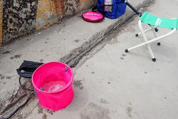 SiSO-LAB☆釣・小さな水汲みバケツ、かなり便利。タカミヤ Smile Ship カバー付き水汲みバケツ。SiSO-LAB☆釣・小さな水汲みバケツ、かなり便利。タカミヤ Smile Ship カバー付き水汲みバケツ。ミニマル感、素敵。