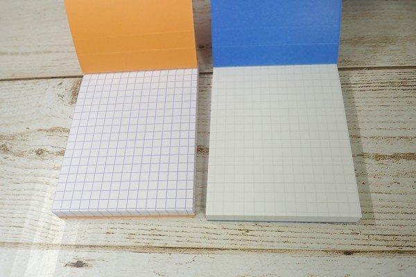 SiSO-LAB☆RHODIAにそっくりなダイソーm.memo。並べると方眼目の色の濃さの違いがよくわかる。