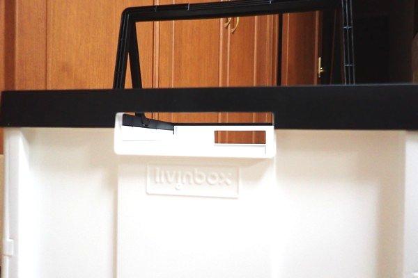 SiSO-LAB☆アウトドアでも家庭でも便利な取っ手付き折りたたみコンテナ。本体には掴むための持ち手もある。