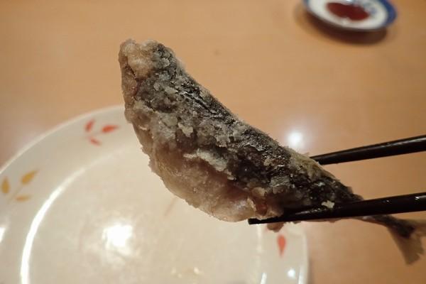 SiSO-LAB☆釣り。RISEWAY白スキン5号で小サバ釣り。結局、小サバ、18cmだと、中骨ボリボリ食べるのはギリギリかな。