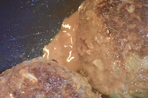 SiSO-LAB☆iふるさと納税ジビエ、シカ肉&イノシシ肉合挽ミンチでハンバーグ。シカ肉特有の肉汁。