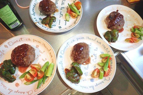 SiSO-LAB☆iふるさと納税ジビエ、シカ肉&イノシシ肉合挽ミンチでハンバーグ。盛り付け。
