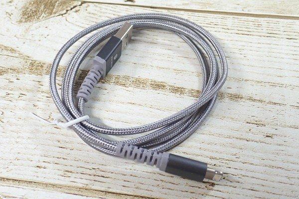 SiSO-LAB☆LOOF切れにくそうなiPhone用ライトニングケーブル。ケーブルもモノクロームカラーで渋い。