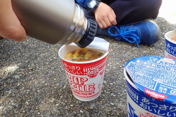 SiSO-LAB☆アルパインサーモボトル、0.9Lなのでカップ麺3目でお湯終了。