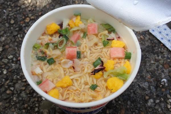 SiSO-LAB☆カップ麺調理完了。後はかき混ぜるだけ。
