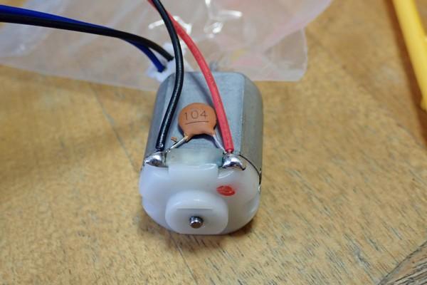 SiSO-LAB☆エレキット MR-9107 フォロ。モーターにはノイズキャンセル用のセラミックコンデンサあり。