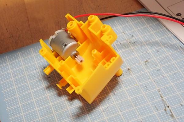 SiSO-LAB☆エレキット MR-9107 フォロ。方向転換用ギヤボックスの組み立て。