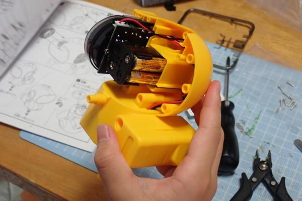 SiSO-LAB☆エレキット MR-9107 フォロ。頭部組み立て。顔と制御基板を頭部に取り付け。