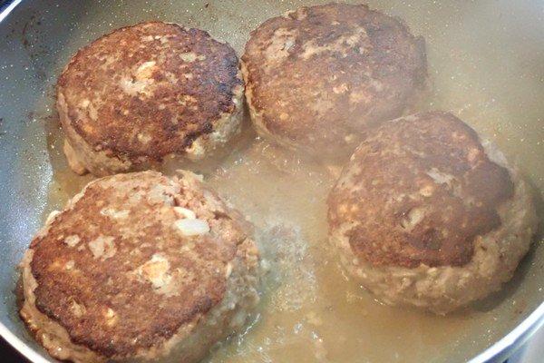 SiSO-LAB☆ふるさと納税・徳島県那賀町、阿波ジビエ 那賀町産シカ肉 ・イノシシ肉の合挽ミンチでハンバーグ。水をカップ半分足します。