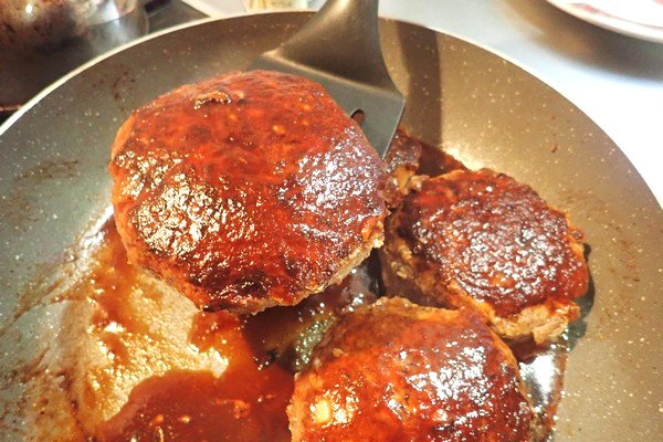 SiSO-LAB☆ふるさと納税・徳島県那賀町、阿波ジビエ 那賀町産シカ肉 ・イノシシ肉の合挽ミンチでハンバーグ。焼きあがりました。蒸しあがったという方が正解かな?